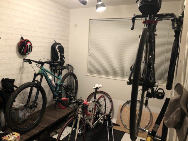 ロードバイク_マウンテンバイクを3台保管した部屋