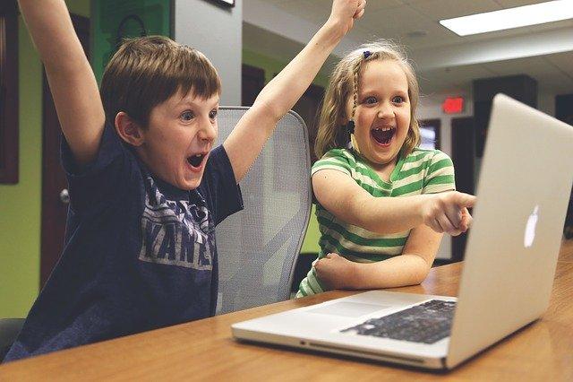 PCでZWIFTをやる子供