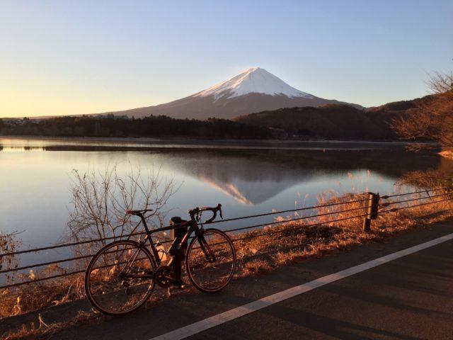 富士山と河口湖とロードバイク