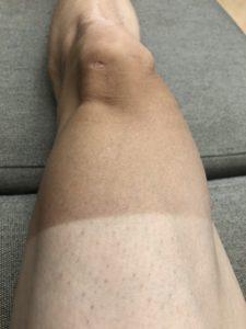 日焼けした足